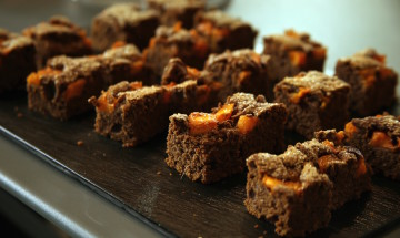 Vegan Wholemeal cake with pumpkin and cocoa